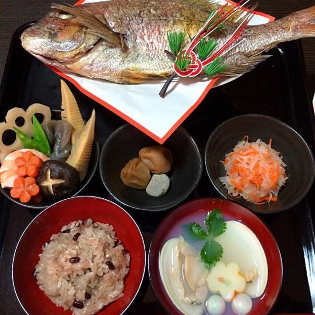 元旦に100日を迎えた長女に♡ 鯛と赤飯は買っちゃったけど(。'A`) これで一生食べ物に困りませんように(*´∨`*)ノ♡ - 19件のもぐもぐ - お食い初め♡ by usaponta