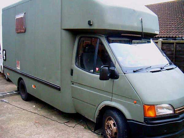 As a solution to the expensive accommodation in the Alps, my boyfriend Toby and I bought a knackered old Ford Transit on ebay for £900, to convert into a home on wheels. Our plans were to quickly convert it into a cosy shelter, with a bed, basic kitchen facilities and lots of insulation. W