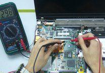 Reparación de componentes electrónicos en ordenadores portátiles