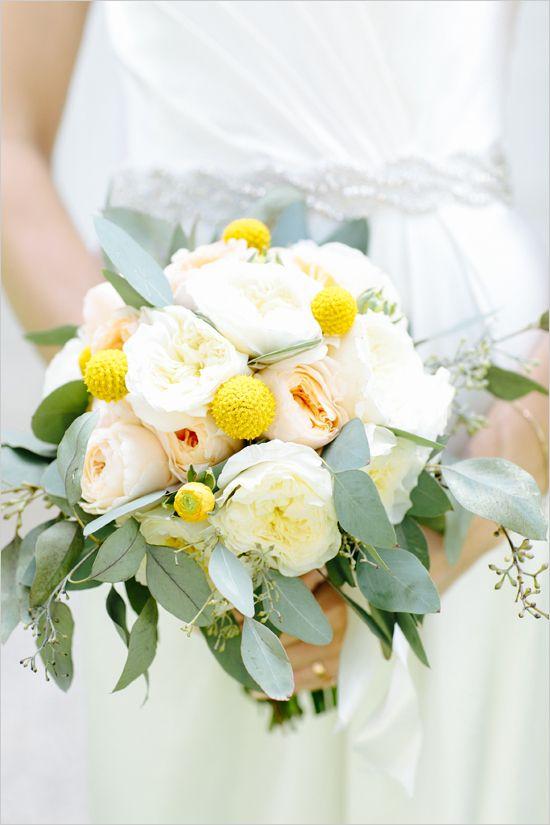 peach white and yellow wedding bouquet @weddingchicks