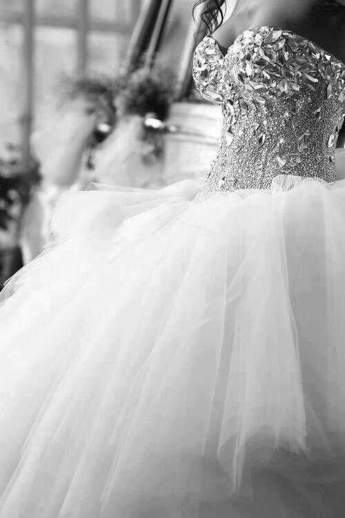 Find all you need to plan your perfect #Theme #white #Splarkle #Winter #Wedding at thePWG.ca http://www.theperfectweddingguide.com/ #Toronto #GTA