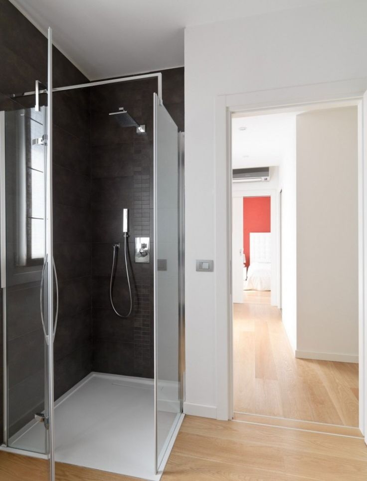 Luxury-Minimalist-Bathroom-Shower-With-Glass-Material-Design