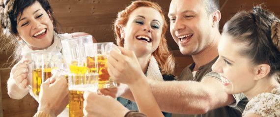 Ein kleiner Nachtrag zum Internationalen Tag des Bieres (1.8.): Rumänische Forscher haben herausgefunden, dass sich #Bier - natürlich in Maßen genossen - positiv auf die #Gesundheit auswirken kann. Na dann - Prost! :) http://www.huffingtonpost.de/2014/07/29/bier-gesund-auswirkungen_n_5629275.html