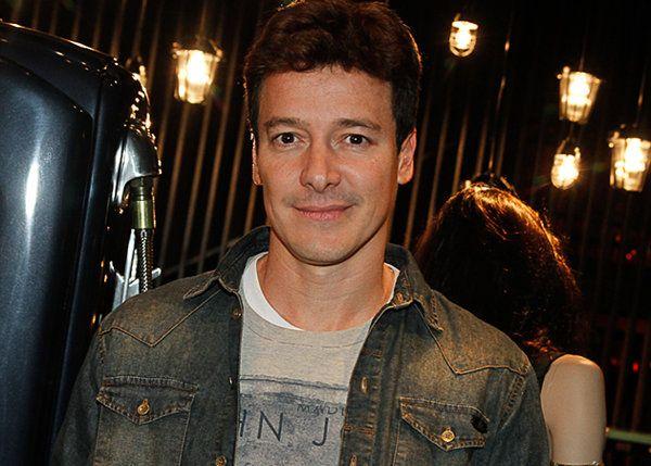 Rodrigo Faro se arrisca ao cantar música da saga 'Crepúsculo'   Tipo assim - Yahoo Celebridades Brasil