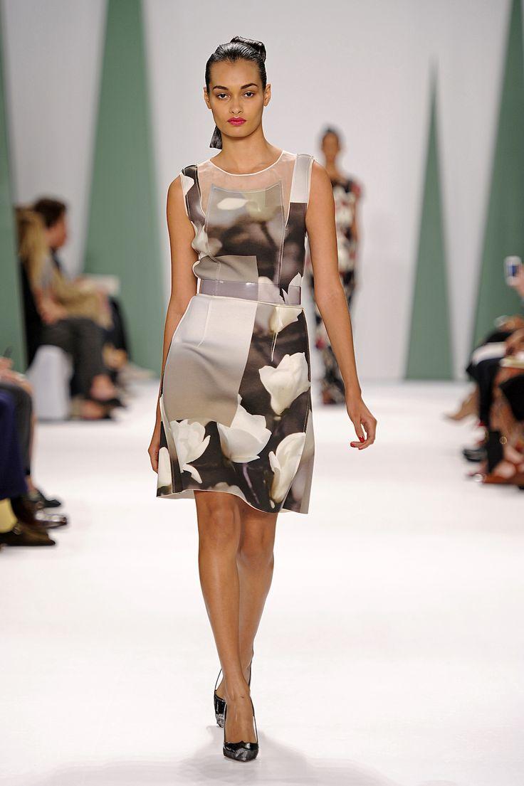 Gizele Oliveira for Carolina Herrera Spring 2015 #BrazilianModel #ragazzomgmt #fashionshow #gizeleoliveira #NYFW #ss2015 #model #agenciaragazzo #runway