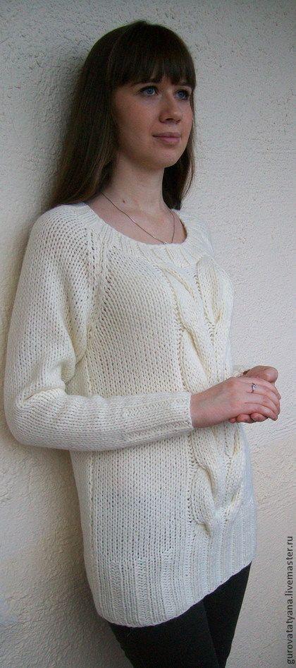 Свитер `В цвете белом, зимнем...`. Объемный, теплый, уютный свитерок нежного, белого цвета.     Связан из пряжи 'Лапландия' (пр-во Италия), нитью в несколько сложений.     Комплект этому свитерку могут составить узкие брючки или джинсы.