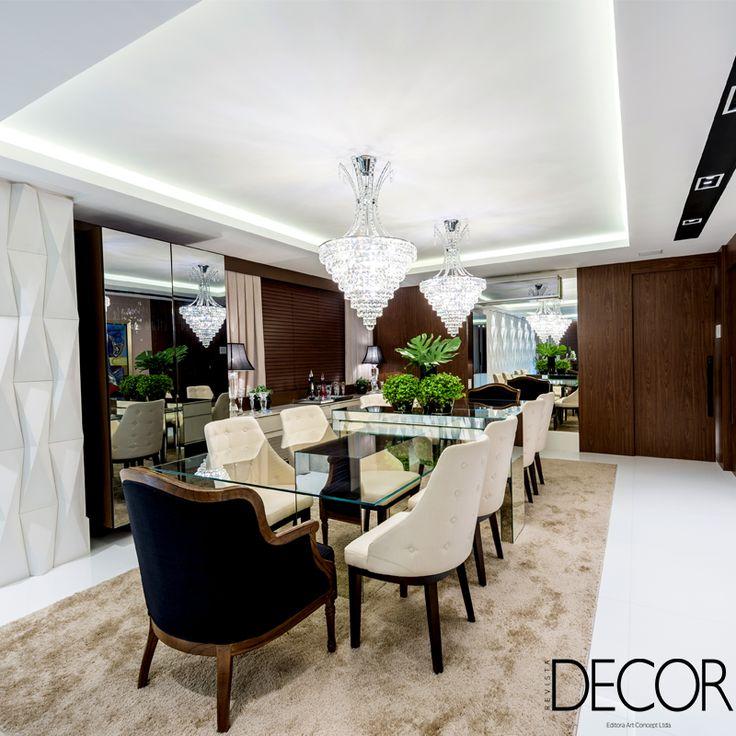 Distribuído em 300m² e 11 ambientes, apartamento mescla mobiliários e décor em estilo clássico e moderno em harmonia. A morada, localizada em Florianópolis, tem o interior projetado pela designer Saviany Monteiro, que utilizou móveis de alto padrão Evviva Bertolini para compor os espaços.