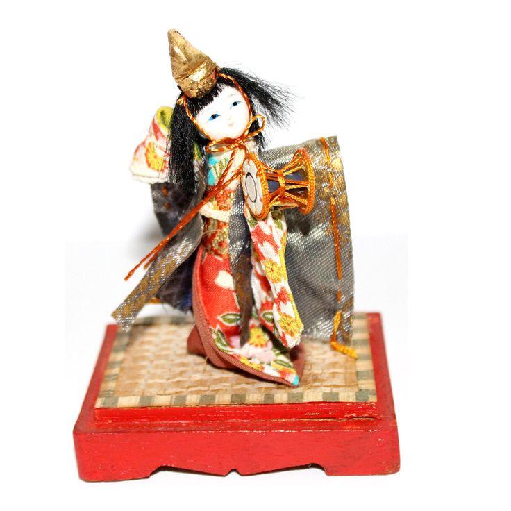 Japanische Puppe. Miniatur-Puppe. Puppe In Vitrine. Vintage Puppe. Dekorative Puppe. Display-Puppe.  Zierliche Puppe. Kimekomi. Asazuma. Kabuki. von Ekletika auf Etsy https://www.etsy.com/de/listing/398694003/japanische-puppe-miniatur-puppe-puppe-in