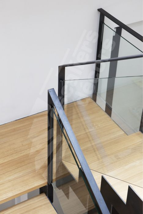 17 best images about un escalier en verre rampe en verre garde corps en verre on pinterest. Black Bedroom Furniture Sets. Home Design Ideas