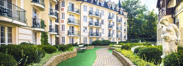 #carlsbadplaza #carlsbadplazahotel #spring #garden #sunshine #karlovyvary #hotel #holiday #leadinghotelsoftheworld #relax