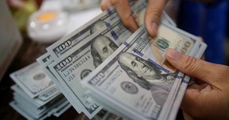 Dólar fecha em queda, após eleições municipais