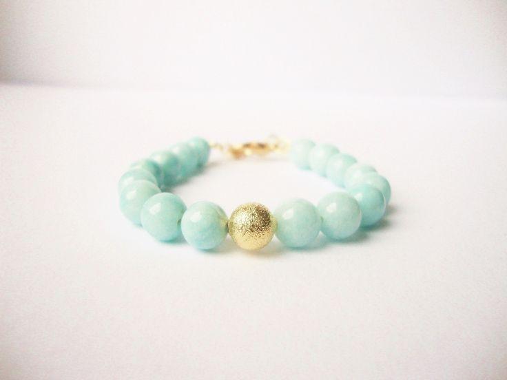 Bracelet de perles de jade aqua, perle dorée scintillante et séquin doré : Bracelet par bijoux-eclats-de-fantaisie