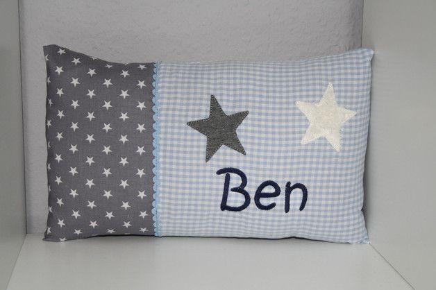 Kuscheliges Kissen mit Sternen und Namen bestickt - einfach nur zum liebhaben und kuscheln. Es wird mit Inlett geliefert.  Meine Kissen werden in liebevoller und sorgfältiger Handarbeit selbst...