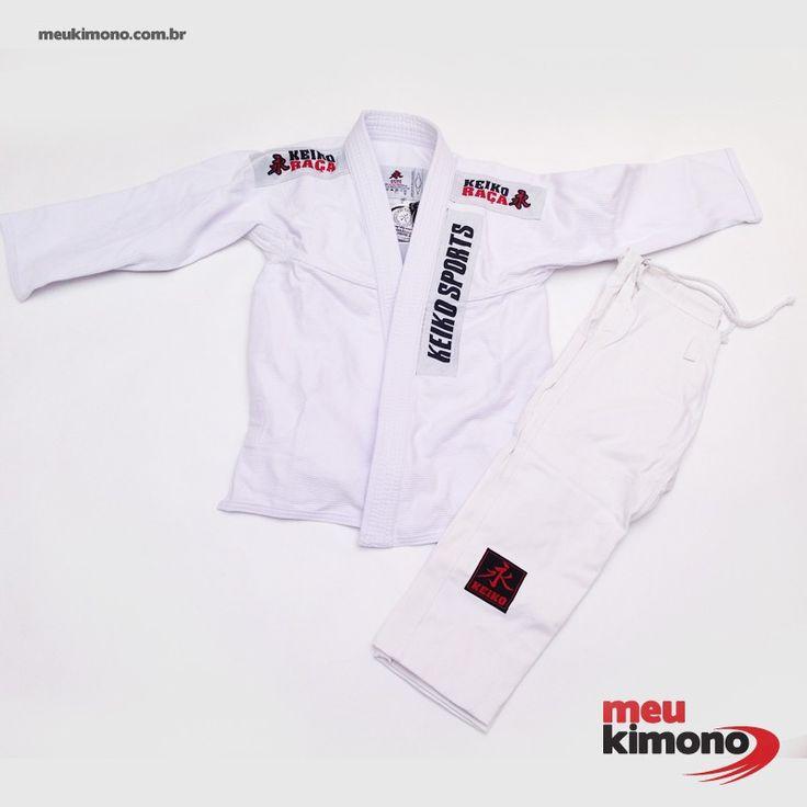 Marca: Keiko Indicado para iniciantes e praticantes intermediários de  JIU JITSU  por sua leveza, resistência e conforto.Trançado leve 430 g/m². NÃO ACOMPANHA FAIXA.     COMPRE AGORA: http://www.meukimono.com.br/jiu-jitsu/470-kimono-jiu-jitsu-branco-juvenil-pro-keiko-infantil.html