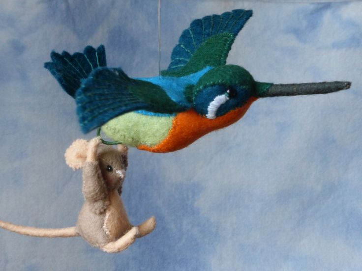 Jippie ik vlieg Een kleine muis die met een kolibri mee mag vliegen, gemaakt van vilt. compleet pakket om dit tafereeltje te maken