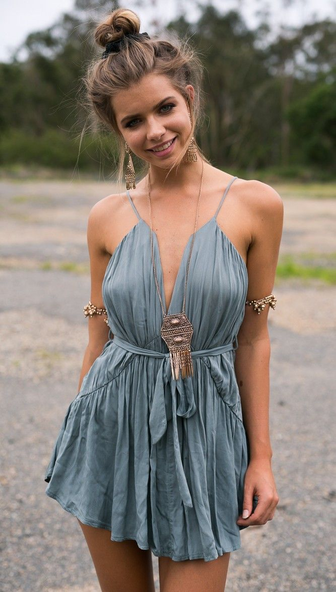 https://www.slimwallet.co/collections/boho-dresses/products/boho-ruffled-strappy-mini-dress?variant=27795238214