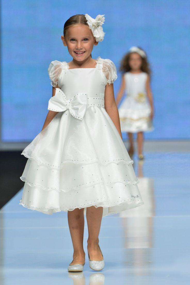 Laura Biagiotti pentru fetite - rochite speciale pentru ocazii frumoase botez nunta zile nastere rochite crem albe bleumarin si multe alte modele si culori si branduri de lux pentru copii in bucuresti in magazin AnneBebe - Unirea & Baneasa & Cocor