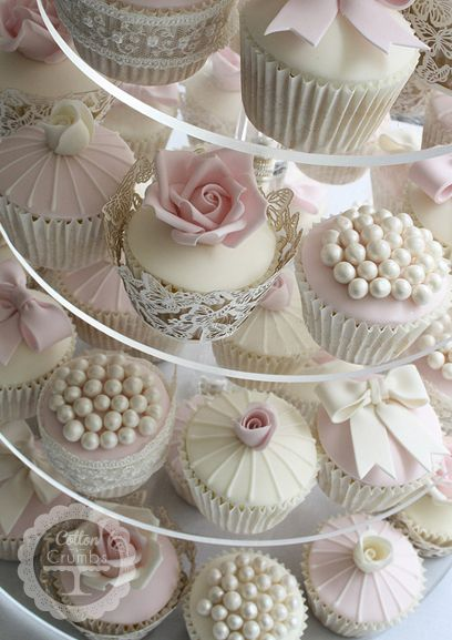 Vintage Cupcakes instead of a traditional wedding cake