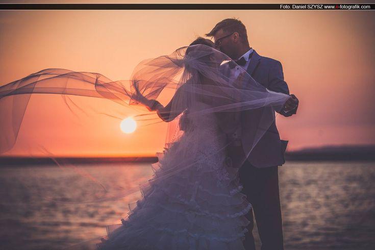 Zdjęcia ślubne nie muszą być nudne – sesja ślubna o wschodzie słońca