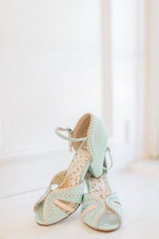 Beautiful Outdoor Wedding | Mallory Dawn Photography | Bridal Musings Wedding Blog
