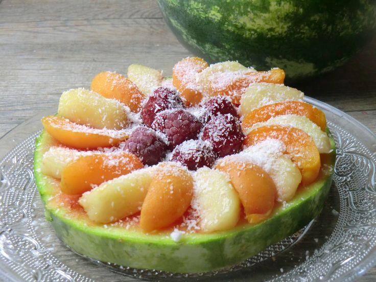 Ma petite cuisine gourmande sans gluten ni lactose: Pastèque et fruits d'été façon tarte crue...