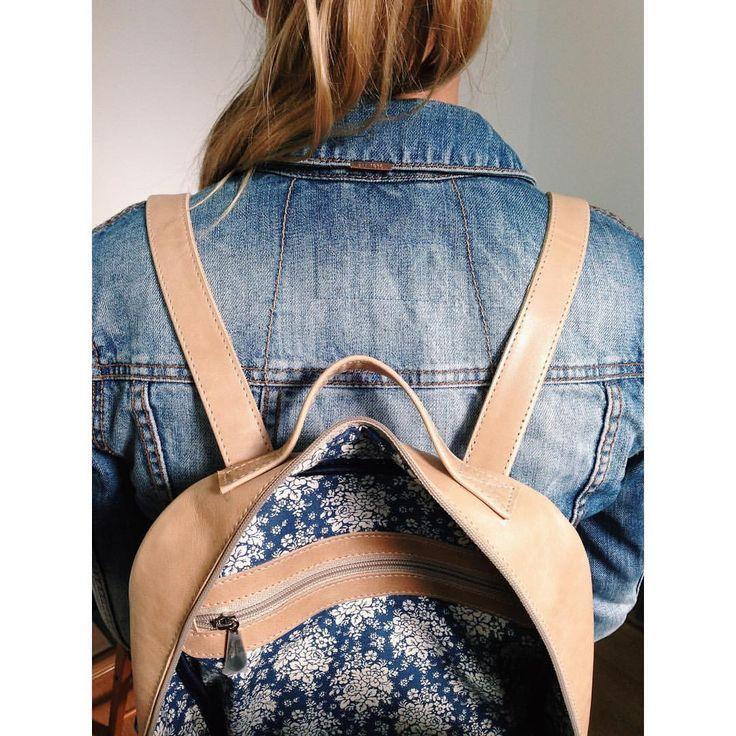 """Показываем #LeoFisher_BackPack внутри (пусть сегодняшний день будет днём #LeoFisher_InsideTheBag 😉), и сообщаем, что докупили немного такой чудесной нюдовой кожи - гладкая, чуточку глянцеватая, очень """"девчачья"""" - так что повтор рюкзака в этом цвете сейчас возможен😌 Кожи хватит всего на пару бэкпэков, так что не тормозите - наши сумки носят не только стильные, но и быстрые!😜💪🏼 Для заказа - вк Ania Kuzina✌🏼️ #LeoFisher_BackPack #МыШьемКрутыеСумки #МыШьемКрутыеШтуки #назаказ #НоваяСумка…"""