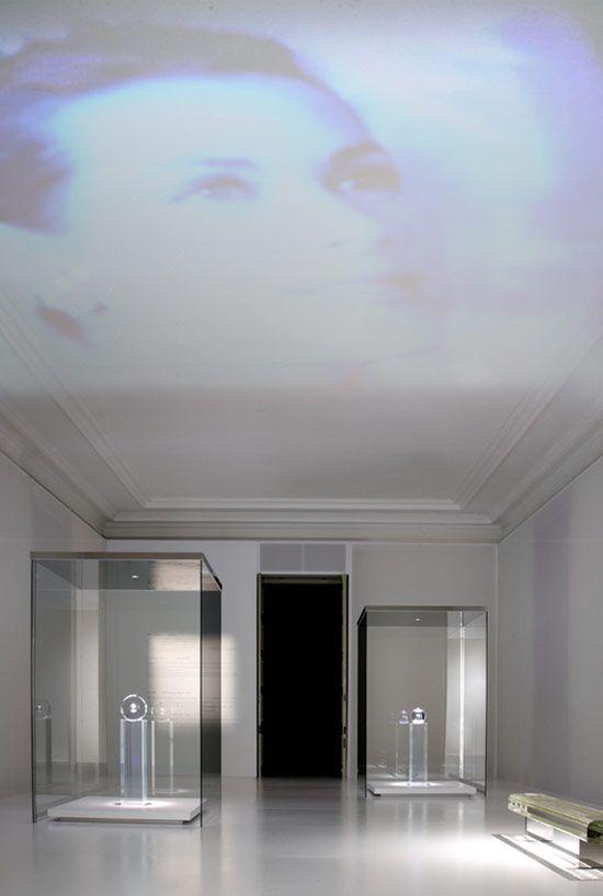 Tokujin Yoshioka: 'Moon Fragments' exhibition design, using projections