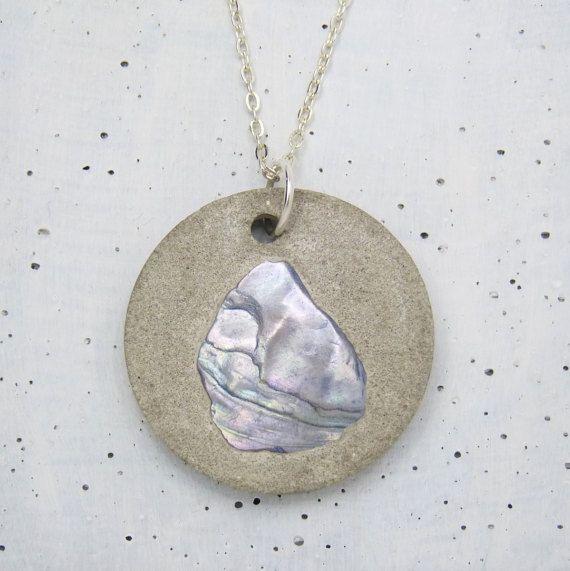 Beton Anhänger Kette shell pearl von Structallic auf Etsy