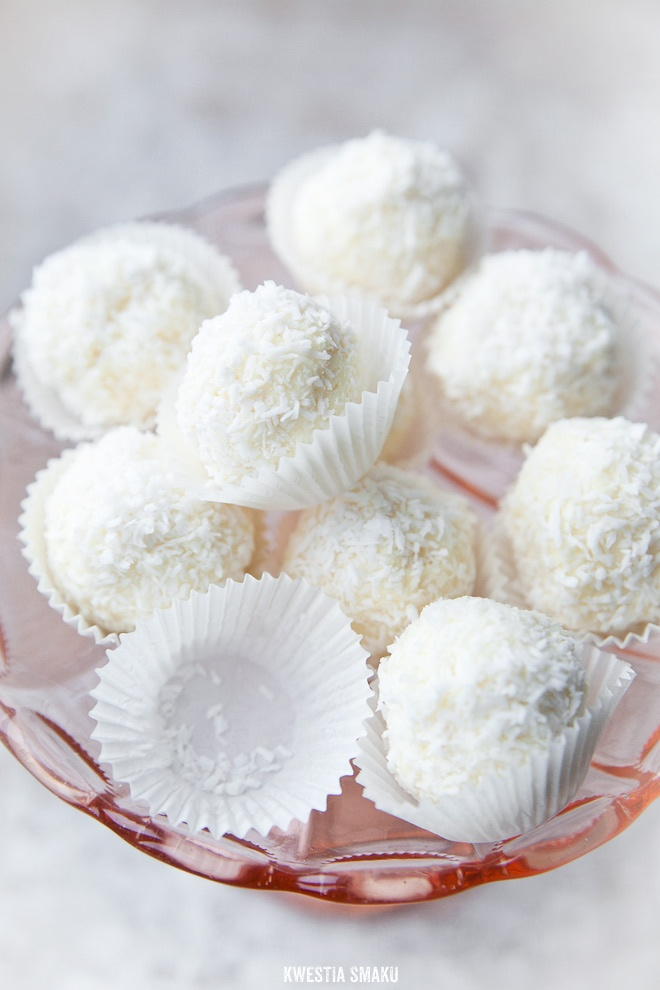 White Chocolate Truffles <3 I'm SOOO STARVING ~ so I'm lookin' at tasty stuff ~ I don't think it's helping! ;(