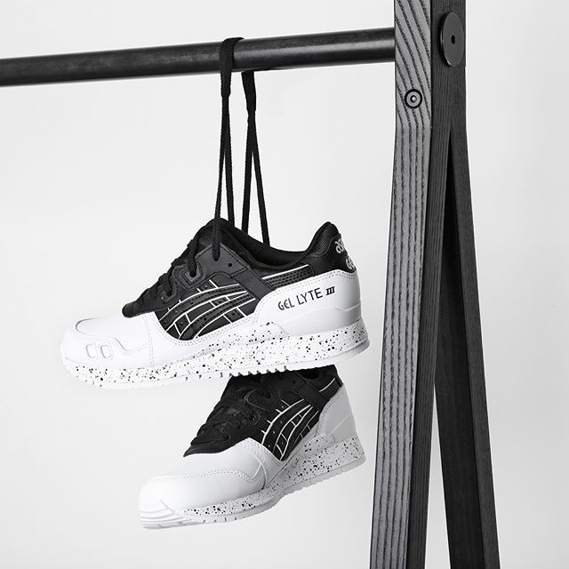 OREO!  The white and black Asics Gel Lyte lll is now available!  #SupplyingGirlsWithSneakers
