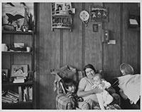 Mme William Beaver, Desmarais, Alberta, juillet 1985 || Wrs. Wm. Beaver, Desmarais, Alberta, July 1985 © Orest Semchishen