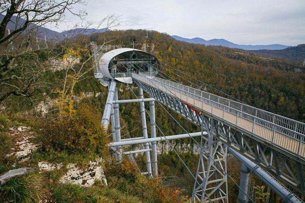 Добро пожаловать в СКАЙПАРК Эй Джей Хаккетт Сочи - первый в России парк приключений на высоте от основателя банджи-джампинга.