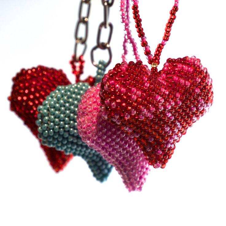 Calling all #hearts! Vackra hjärtan av pärlor - #julpynt och #julklappar från #Masomenos. Tillverkat i Guatemala under #schyssta villkor. 80:-