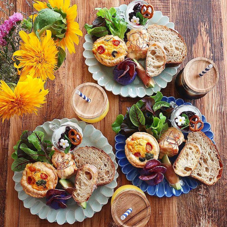 Jul.27 today's breakfast + バゲット&カンパーニュ ミニキッシュ 海老マヨ 生ハムアボカド シャドークイーンのマッシュポテト (ポテトチップ乗せ) ヨーグルト+ブルーベリージャム であさごはん + 旦那さんの休暇もあっという間に終わり 実質3日間だけだった〜 何となく月曜日な気分だけど木曜日なのは ちょっとうれしいけど(。-艸-。) 今日は子供達と3人ゆっくり?過ごすことに パン焼こう!お菓子も作りたい! でもダラダラもしたい〜。 ダラダラが最優先にならないように頑張ります! + #おうち#おうち時間#おうちじかん#おうちごはん#あさごはん#朝ごはん#朝食#breakfast#朝時間#goodmorninggoodbreakfast#ミニキッシュ#miniquiche#海老マヨ#生ハムアボカド#シャドークイーン#マッシュポテト#おうちカフェ#おうちcafe#fucca#weck#lin_stagrammer#delistagrammer#foodstagram#cookingram#foodpic#日々