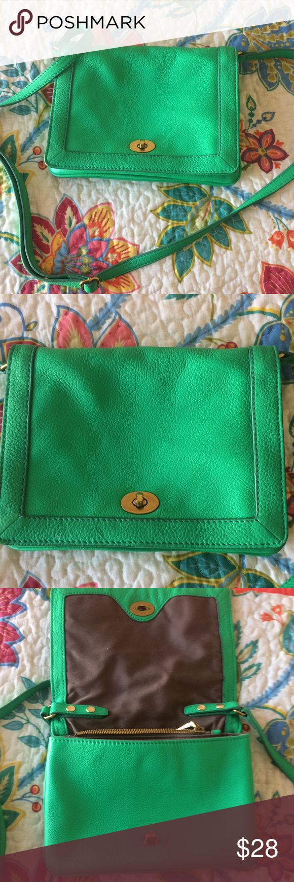 J Crew Green Handbag Green J Crew Handbag in excellent condition. Gently used, looking for a good home. J. Crew Bags Shoulder Bags