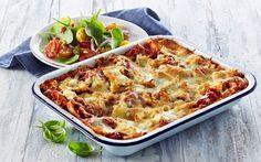 Lasagne med pulled chicken, hytteost og spicy tomatsalat
