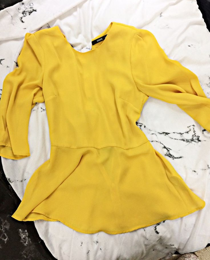 A classic yellow shirt with soft and simple lining. main and lining: 100% polyester UK size: 8 EU size: 34