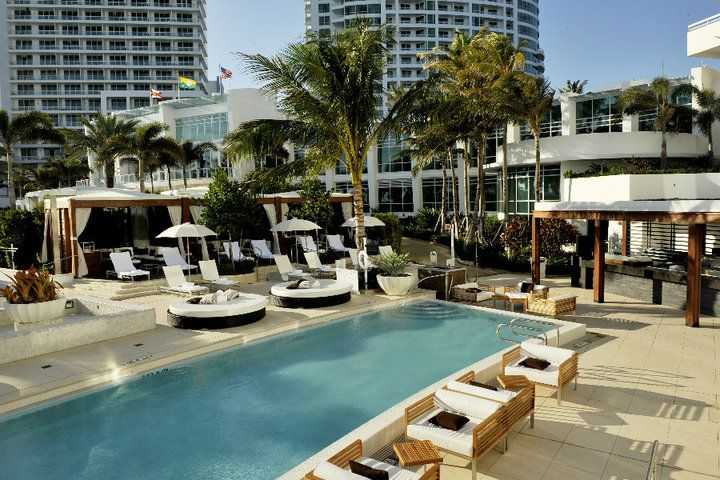 Situated On Oceanfront Collins Avenue In The Heart Of Millionaire S Row Fontainebleau Miami Beach I Fontainebleau Miami Beach Beachfront Hotels Miami Hotels