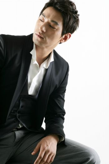 """The Top 10 K-Drama Actors Over 35 You'd Still Call """"Oppa"""": Joo Jin Mo"""