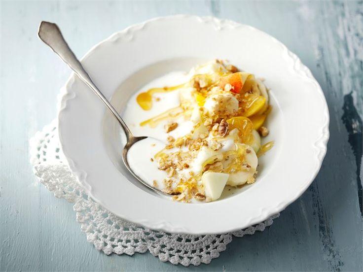 Jogurtti-myslivälipala - Hedelmät ja hunaja antavat maustamattomalle jogurtille sopivasti makeutta http://www.valio.fi/reseptit/jogurtti-myslivalipala/