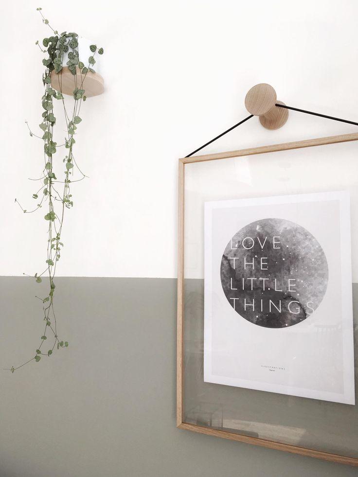 Natuurlijk hangt m'n eigen poster ook bij ons aan de muur! Heb een grijze variant in een prachtige lijst van Moebe gedaan en aan de wandhaak van Ons Hus gehangen!