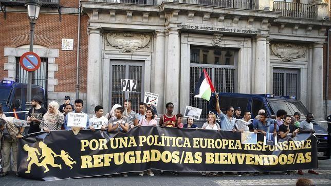 Miles de personas se manifiestan a favor de los refugiados en toda España
