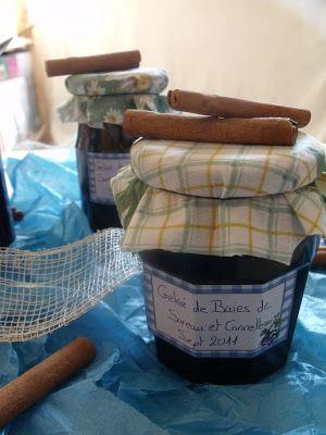 Gelée de baies de sureau et cannelle :  1kg de baies de sureau 390g de sucre fin 2 càs de jus de citron 1 càs de beurre (pour éviter que l'écume ne se forme) 3 bâtons de cannelle