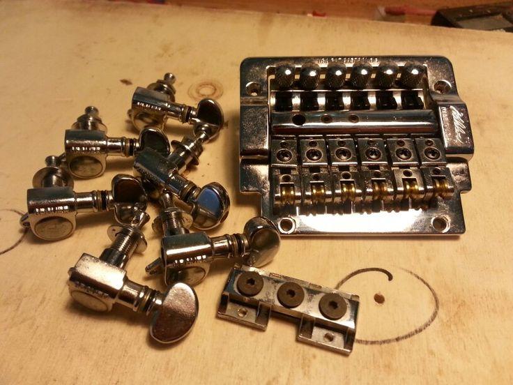 Pulizia e manutenzione dell' hardware di una chitarra elettrica (meccaniche Grover e ponte Kahler). Il lavoro di restauro comprenderà anche la ritastatura compmeta dello strumento.