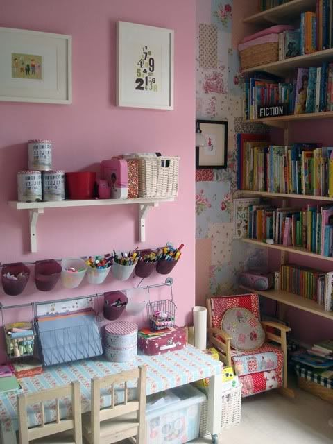 how much more cute and organized can you get at the same time! Perfect for a kids room! ;)