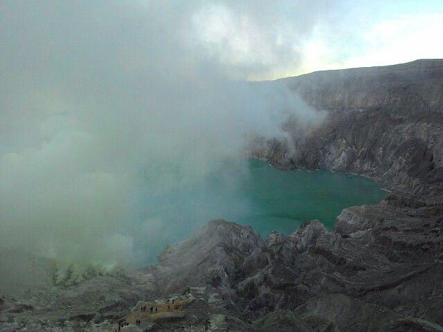 Getting dark smoke on Ijen crater