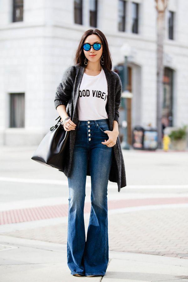 Calça flare + tshirt é a nova combinação queridinha das fashionistas
