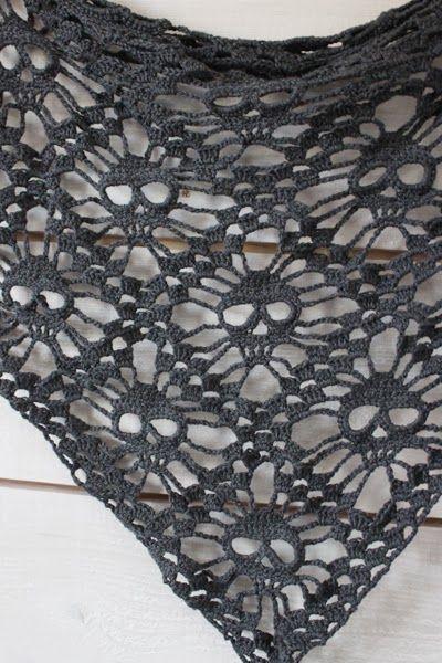 MES FAVORIS TRICOT-CROCHET: Modèle gratuit : Skull shawl - Un châle au crochet pour Halloween ! tuto en français