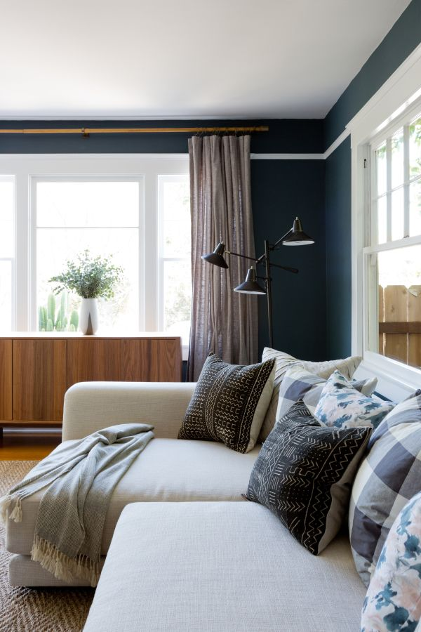 Blue and grey living room: http://www.stylemepretty.com/living/2016/09/21/crafting-a-dream-bungalow-in-venice-beach/ Photography: Amy Bartlam - http://www.amybartlam.com/