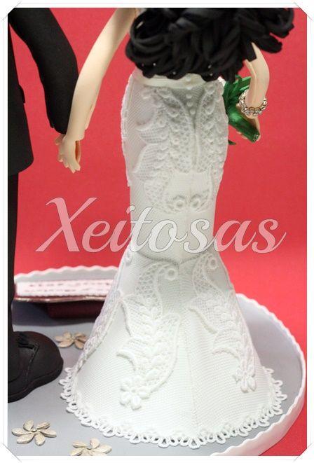 Pareja fofuchas novios personalizados para la tarta de su boda.  Es un trabajo registrado por Xeitosas:  www.xeitosas.com